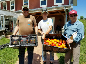 CFR VOLUNTEER FOOD RUNNERS DELIVER bill-andrea-and-volunteer